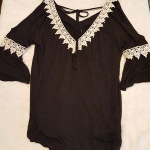 G collection Tops - G Collection black cold shoulder top Small